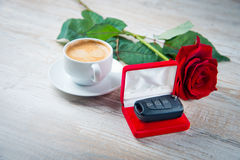 Cup of coffee and red roses Royalty Free Stock Photography