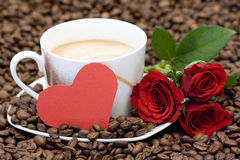 Cup of coffee, red roses and heart Royalty Free Stock Photos