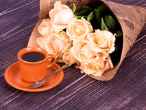 Cup of coffee and roses on wooden background Stock Photography
