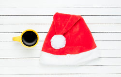 Cup of coffee and Santas hat Royalty Free Stock Photos