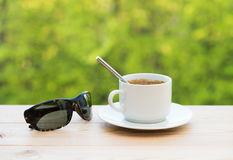 Cup of coffee and sunglasses Royalty Free Stock Photography