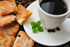 Cup of coffee and tasty cookie Royalty Free Stock Photos