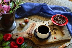 Dark coffee and brown coffee beans Stock Photography