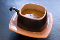 Cup des grünen Tees. stockfotos