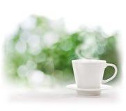 Cup des heißen Getränks lizenzfreie stockbilder