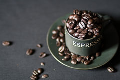 Cup Espressobohnen Stockbild