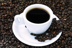 Black Coffee Cup on Beans Royalty Free Stock Photography