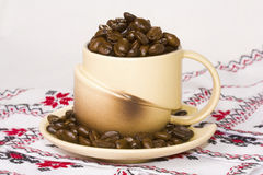 Cup filled with coffee beans Royalty Free Stock Photos