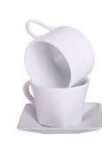 Cup gestapelt auf Weiß Stockfotos