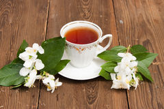 Cup with green tea and colors of jasmin Royalty Free Stock Photos