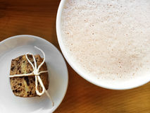 Cup of hot chocolate and cookie Stock Photography