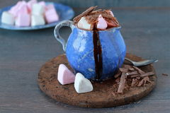 A cup of hot chocolate with mini marshmallows Royalty Free Stock Photography