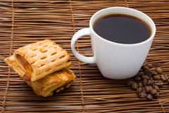 Cup of hot coffee with a cake Royalty Free Stock Photos