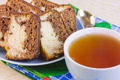 Cup with hot tea and sweet cakes Stock Photography