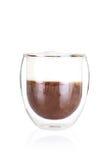 Cup köstlicher Cappuccino auf Weiß Stockbild