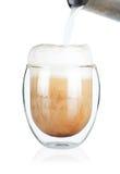 Cup köstliches Café latte auf Weiß Stockfoto