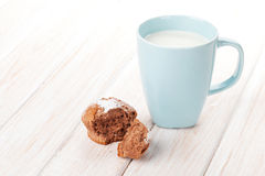 Cup of milk and cake Royalty Free Stock Photography