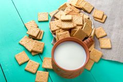 Cup of milk and crackers Stock Photography