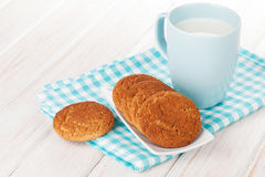 Cup of milk and gingerbread cookies Royalty Free Stock Images