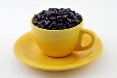Cup mit coffe Bohnen Lizenzfreies Stockfoto