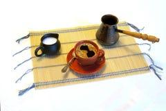 Cup mit Kaffee und Milch Stockbilder