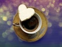 Cup mit Kaffee und Plätzchen Lizenzfreies Stockfoto