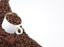 Cup mit Kaffeebohnen Stockfoto