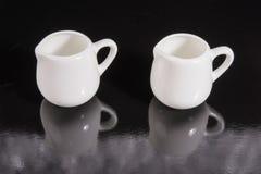 Cup mit zwei Weiß Lizenzfreies Stockbild