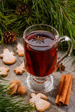 Cup of mulled wine and cookies Royalty Free Stock Photos