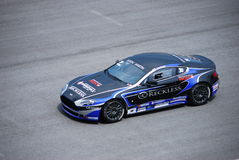 Cup-Rennen 2 ï ¿ ½ 10 Aston-Martin hüllt ein lizenzfreie stockfotos
