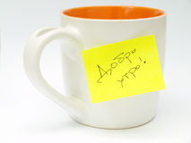 Cup with sticky note  Royalty Free Stock Images