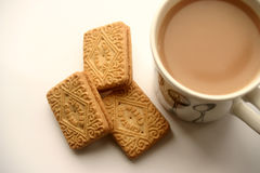 A cup of tea and a biscuit Royalty Free Stock Photography