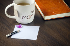 Cup of tea and blank note Royalty Free Stock Photos