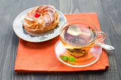 Cup of tea and cake Stock Photography