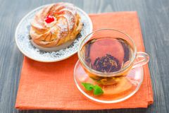 Cup of tea and cake Royalty Free Stock Photography