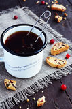 Cup of tea and cranberry biscotti Royalty Free Stock Photography
