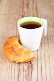 Cup of tea and fresh croissant Royalty Free Stock Photography