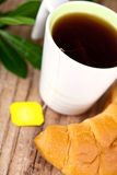 Cup of tea and fresh croissant Royalty Free Stock Photos