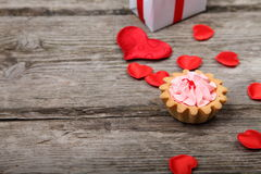 Cup of tea, gift and red hearts Royalty Free Stock Photography