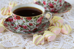 Cup of tea with marshmallow Royalty Free Stock Images