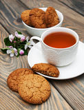 Cup of tea with oatmeal cookies Royalty Free Stock Photography
