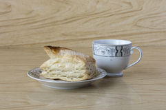 Cup of tea and a puff pastry Royalty Free Stock Photography