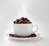 Cup- und coffebohnen Lizenzfreie Stockfotos