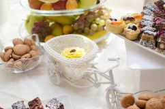Cupcacke sur une table de friandise Photo stock