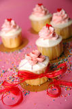 Cupcake με καρδιές Στοκ εικόνες με δικαίωμα ελεύθερης χρήσης