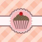 Cupcake με τη σοκολάτα στο επιτραπέζιο ύφασμα Στοκ εικόνα με δικαίωμα ελεύθερης χρήσης