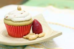 Cupcake με τη φράουλα Στοκ Φωτογραφίες