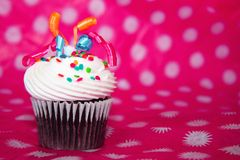 Cupcake με το άριστο κορδελλών Στοκ εικόνα με δικαίωμα ελεύθερης χρήσης