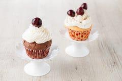 Cupcake με το κεράσι Στοκ φωτογραφίες με δικαίωμα ελεύθερης χρήσης