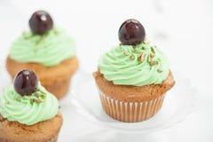 Cupcake με το κεράσι Στοκ Εικόνα